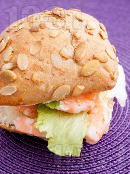 Сандвич със скариди и сирене Крема - снимка на рецептата